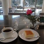 森のレストラン ころむす - 料理写真:カフェで   ケーキセット700円