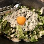 Taishuusakabasushisumibi - しらすのシーザーサラダ。卵が小さく見えるほどモリモリです
