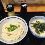 142362487 - 「しょうゆうどん」+「大和芋とろろごはん(生卵入り)」
