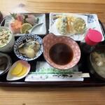 小さな和風レストラン 笑福 - 寿司膳(寿司は今握ってる最中)