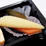 ステーキハウス听 - 添え野菜 たぶんピクルス