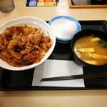 松屋 - 料理写真:牛めしあたま大盛と生卵