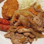 串特急 虎壱横丁 - 豚肉、タマネギ、ニンジンの肉野菜炒めがメイン