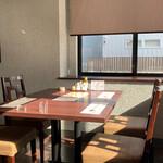 chaini-zudainingufuukirou - テーブル席