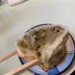 餃子会館 - 一つ一つが大きく、餡はホロホロと野菜多め!