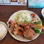 せっちゃん - 料理写真:唐揚げ餃子定食 800円税込
