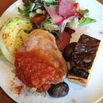 オーガニック食堂 Engi - 三河ハッピーポーク、週替り野菜キッシュ、みさきキャベツ、じゃがいも