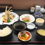お食事処 潮騒 - 飛び魚唐揚げ定食・お造り付き(1800円)