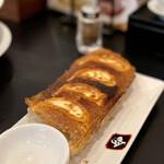 餃子と担々麺 吟 - 吟餃子 大ぶり4個