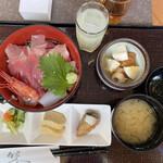 越中の台所 きのか - 海鮮丼定食 800円
