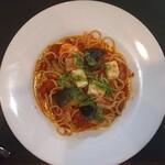 Kantare - ナスとベーコンとモッツァレラチーズのトマトソースパスタ