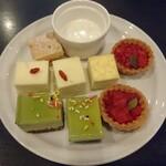 Kantare - アップルパイ、パンナコッタ、ニューヨークチーズケーキ、ミルクレープ、ストロベリータルト、ピスタチオのムース