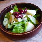 ストリームヴァレー - サラダにはキドニーとリンゴ。