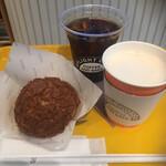UPLIGHT CAFE - * シュークリーム ほうじ茶味 350円 * アイスコーヒー 380円 * ホット セブンスパイスチャイ 480円