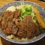 ラーメン燈郎 - ミニラーメン(150g)¥680 + 牛ステーキ¥300 + 半熟煮玉子¥100