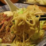 ラーメン燈郎 - ラーメンの麺アップ