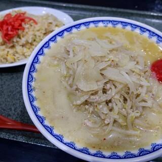 食堂ニューミサ - 料理写真:味噌ラーメン+半チャーハンセット(1300円)