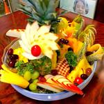 ラーメン居酒屋 鮫鱈鯉 - お誕生日の方等は予約にてフルーツ盛り合わせ作ります