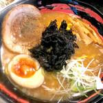 ラーメン居酒屋 鮫鱈鯉 - 屋台ラーメン(焼き魚骨+豚骨味)