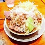 ラーメン居酒屋 鮫鱈鯉 - 何故か草津で二郎系(笑)次郎長ラーメン(麺300g)