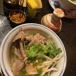 Restaurant RIVE GAUCHE - 牛肉がいっぱい入ったフォー♡唐辛子や辛味ペーストやレモンやナッツを調節できますよヽ(´▽`)/