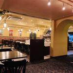Restaurant RIVE GAUCHE - 広々としたスタイリッシュで開放的な空間です(*^◯^*)