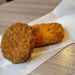 斎藤惣菜店 ころっけや - ビーフシチューころっけ、エビカツ