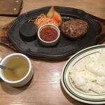 World Beer Kitchen GLOBAR - 北海道函館ビーフのハンバーグ850円+税(2020.11.17)