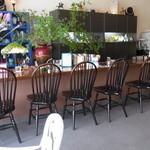14243613 - カウンター13席、椅子が多くて狭い