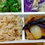 パリヤ - 玄米、豚肉と秋茄子のラー醤炒め ♪