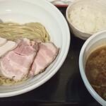 麺処 いつか - つけそば冷盛りと半ごはん。ごはんは汁を入れてリゾットにするとGood