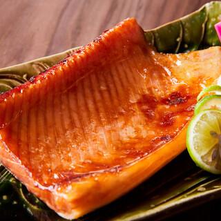 鮭ハラスの蕎麦つゆ漬け照り焼き