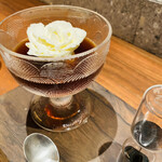 double tall cafe nagoya - 薔薇の下にミルクアイス