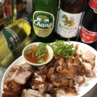 タイを感じられるシンハービールやワインなど多彩にご用意!