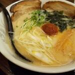 徹治 - 料理写真:辛味味噌の赤茶。鬼の目ん玉?鬼っずラーメン+チャーシュー全景!