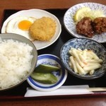 かめや - 日替り定食(700円、鶏唐揚げとコロッケ)
