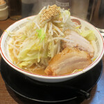 ラーメン豚山  - 小ラーメン780円。コールはニンニク、ヤサイ、アレ。