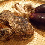 鉄板焼 ろじ - 丹波大しめじ、天然の岩カキ、米茄子です!美味しい食材をシンプルに!