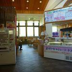 食べ処 チロル - 11:00オープンの食堂の入口。