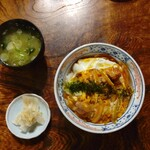 玉川屋 - 親子丼(850円)