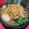 家系ラーメン王道 いしい - 料理写真:ネギチャーシューメン(辛ネギ)、味玉トッピング