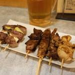 ひげの平山 - 料理写真:2012.8 タン、ハツ、かしら、白、レバー(各1串110円)、つくね(1串160円)