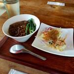 台湾家庭料理 黄さんの家 - ルーロー飯+焼売