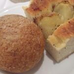 Osteria Giulia - 胚芽パンとじゃがいものフォカッチャ
