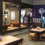 廣久葛本舗 - 古い中にもしっかりとした造りは、他にも使えそうな空間です。