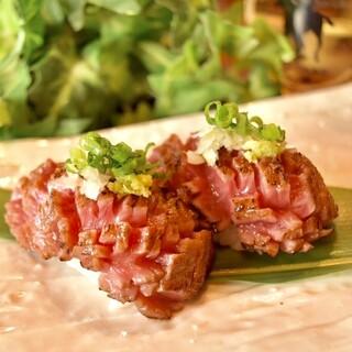 梅田で大好評の味を継承「肉のお寿司」は全10数種類をご用意♪