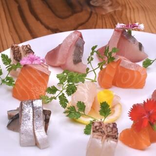 毎朝仕入れる鮮魚のお刺身をどうぞ!
