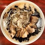 ゴリラーメン - 料理写真:ラーブタ黒(ヤサイ、ニンニク、アブラ)