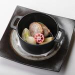 ろばた焼き 海賊 - オーストラリア産ラム肉のダッチオーブン焼き 1,280円