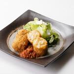 ろばた焼き 海賊 - 自家製牛すじコロッケ(トマトソースがけ)680円